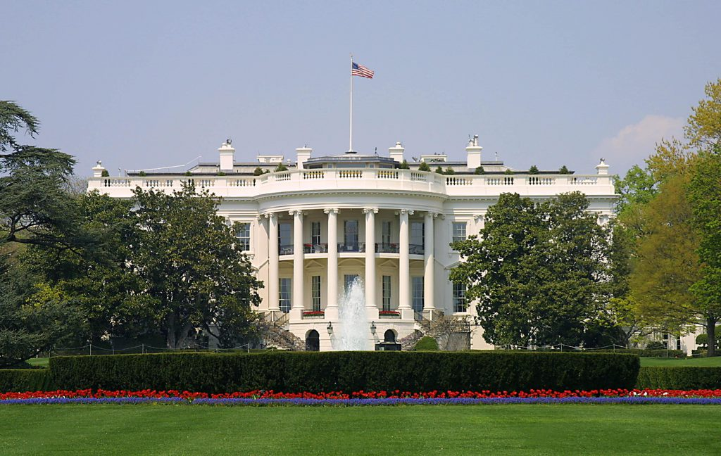 20140616-whitehouse-exterior-sl-1454_5c57a317bef2495f30ebf48a314ac6f3